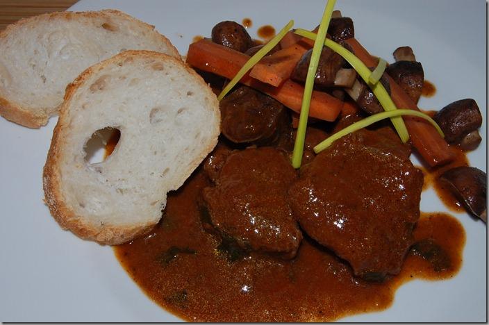 Beef Bourguignon s karamelizovanou mrkví a žampiony