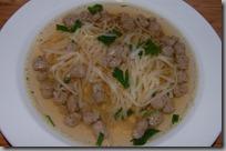 Domácí hovězí polévka s játrovými knedlíčky01
