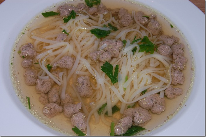 Domácí hovězí polévka s játrovými knedlíčky03