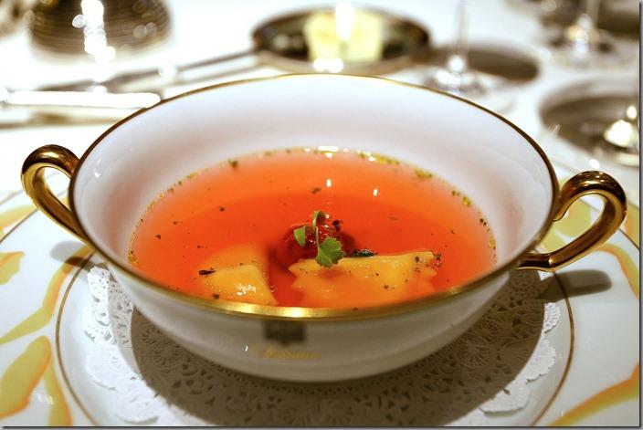 Losier Tokyo Consommé rose pistou de coriandre et tomate confit