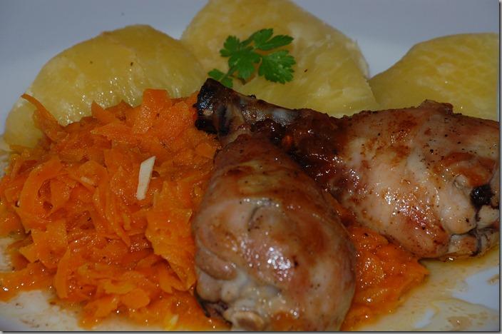 Pečené kuřecí paličky, mrkev, brambor