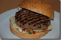 Hovězí burger s pikantní salsou