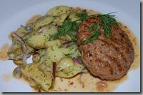 bramborový salát a máslový řízek01