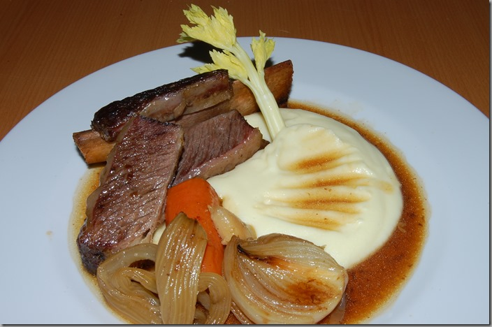 Short Ribs - pečené hovězí žebro na víně a šalvěji s bramborovou kaší03