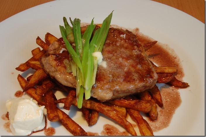 Steak a domácí hranolky
