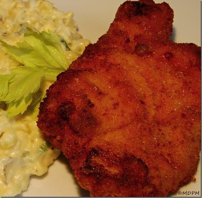 Smažený vepřový řízek a vajíčkový bramborový salát06