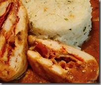 Kuřecí kapsa s paprikovou pastou, pancettou a hermelínem01