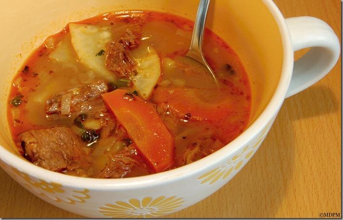 Pikantní polévka s masem a zeleninou01