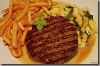 Flank burger s Demi Glace, smažené bramborové hranolky a cuketové ragů01
