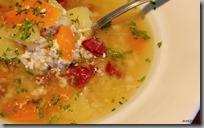 Kuřecí polévka s krupkami, brambory a karotkou04