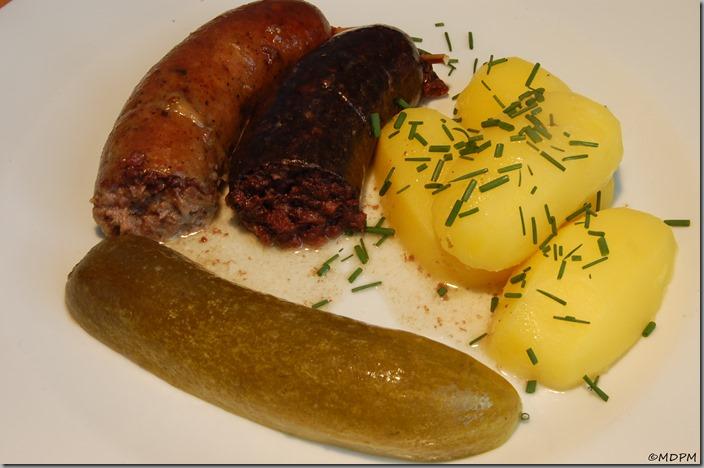 jelito a jitrnice - pečené s brambůrky a kvašáčkem