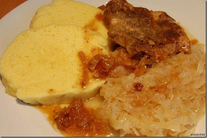domácí knedlík, dušené kysané, pečená krkovice