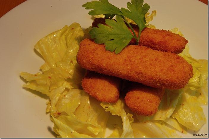 kuřecí a hermelínové nugety, salát s dijonským dresinkem