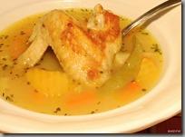 Kuřecí polévka jíšková s opékaným křídlem02