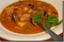 Zelná polévka s hříbky a klobásou01