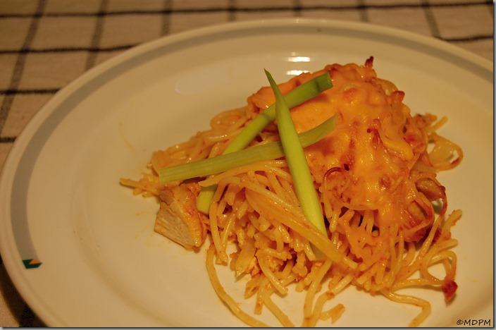 Špagety s kuřecím masem zapečené se sýrem Cheddar