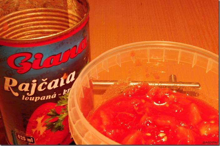 rajčata - loupaná, krájená