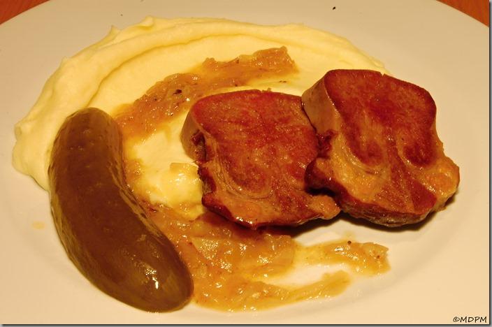 Uzený hovězí jazyk - s bramborovou kaší a okurkou
