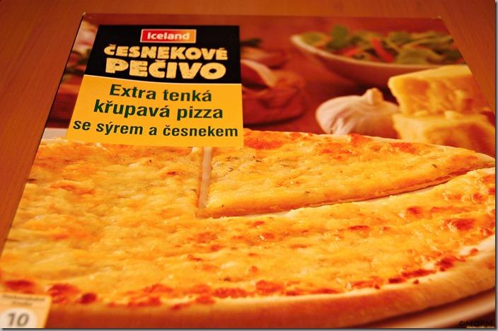 Iceland - Křupavá pizza s česnekem a sýrem - 40,- Kč