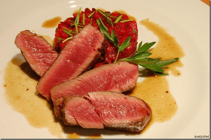 Biftek ze svíčkové a salátek z pečené zeleniny