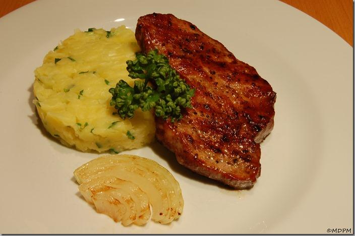 TRMS - steak z krkovice, šťouchané brambory, medvědí česnek02