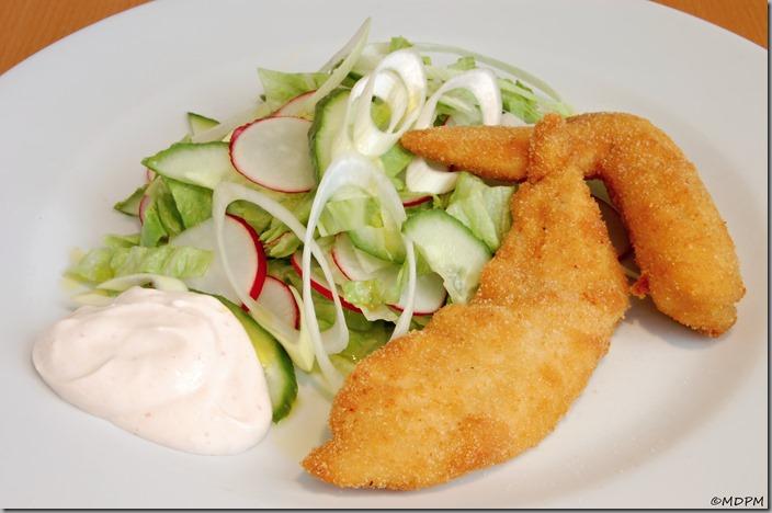 jarní salát a smažené kuře