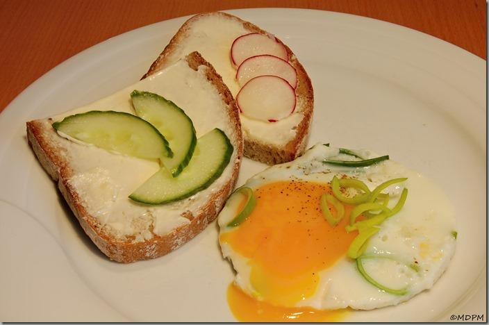 Chléb,máslo,smažené vajíčko