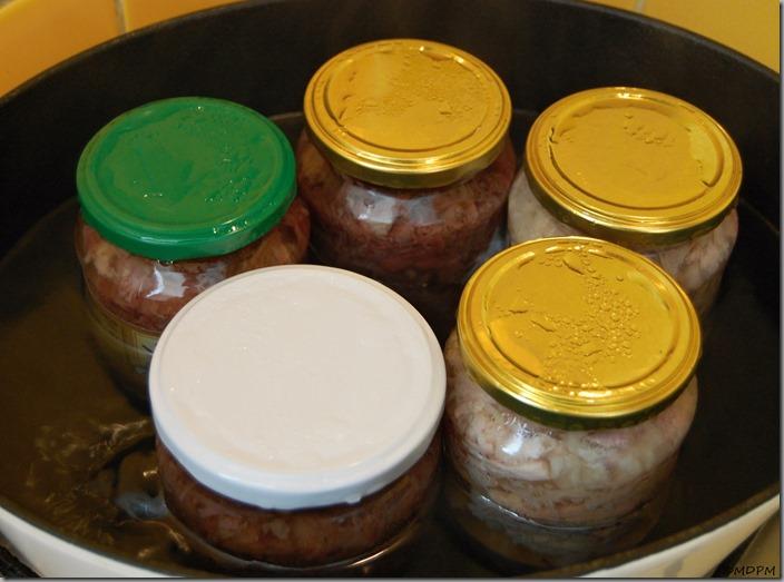 Masové konzervy - hovězí a vepřové