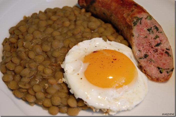 Čočka na kyselo s klobáskou a vajíčkem03