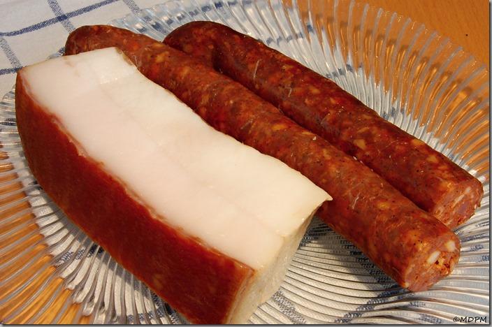 slovenské uherské klobásy a slanina mangalica