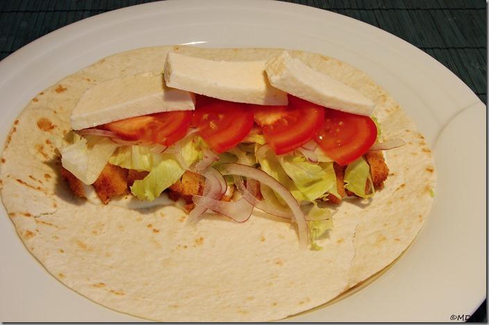 03_tortilla a majonéza,kr.řízek,ledový,cibule,rajče,sýr bal,
