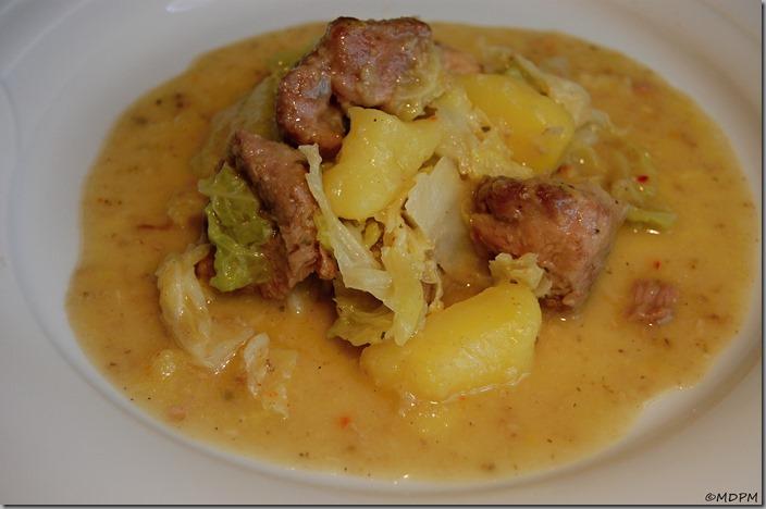 Vepřová krkovice pečená ve vlastní šťávě zadělaná kapustou a bramborem01