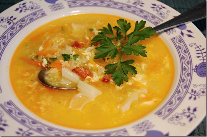 květáková polévka s blanšírovanou kapustou