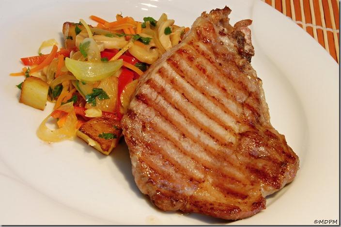 03-Barevná restovaná zeleninka a steak z krkovičky