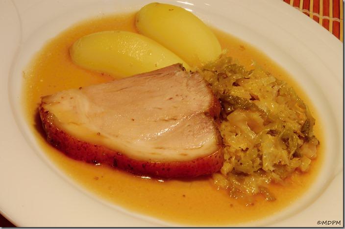 15-pečeně z kolínka,česneková kapusta,brambory