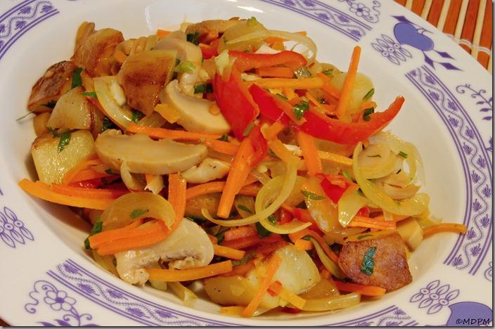 Barevná restovaná zeleninka s chilli a česnekem01