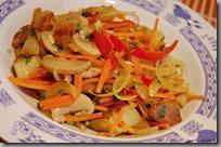 Barevná restovaná zeleninka s chilli a česnekem
