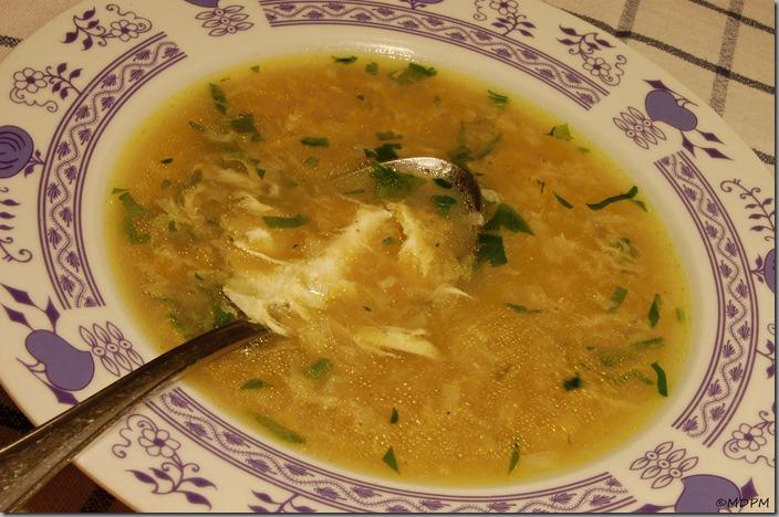 Kmínová polévka s vajíčkem