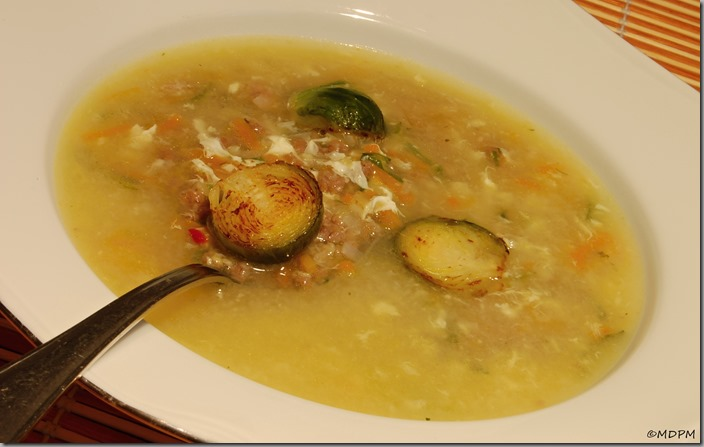 Zadělávaná hovězí polévka s kapustičkami