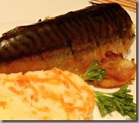 makrela se slaninou a šťouchané brambry s karotkou01