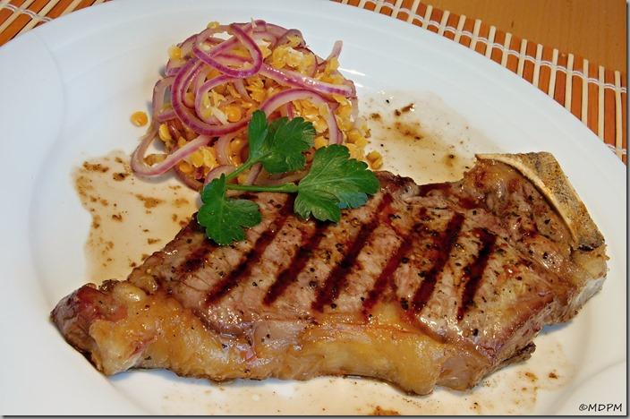 06-steak čestr a žlutá čočka na medu s červenou cibulkou