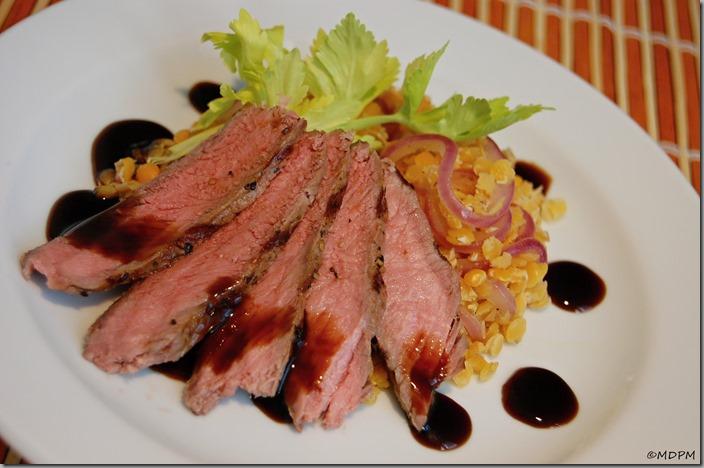 11-steak čestr,žlutá čočka na medu s červenou cibulkou,balsamico