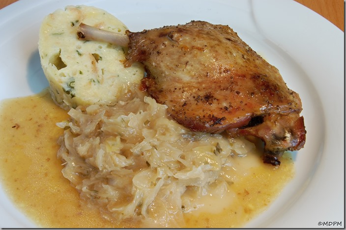 05-kachní stehno pečené, hlávkové zelí a karlovarský knedlík