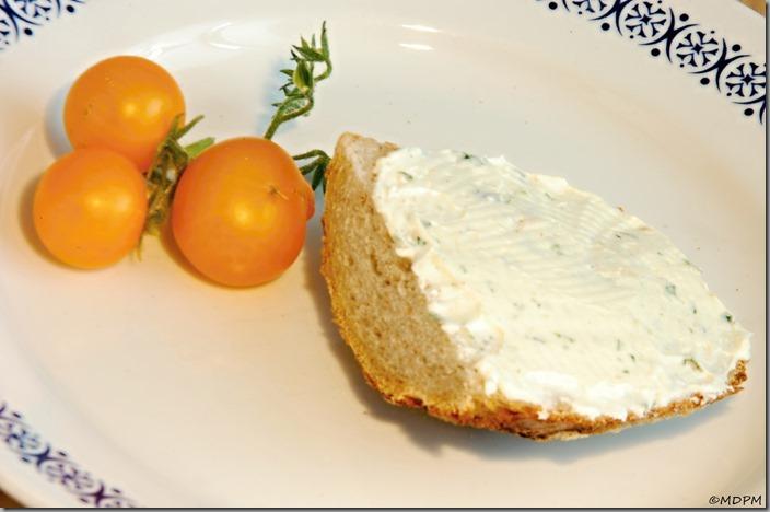 09-domácí rajčátka,chléb,sýr,pesto