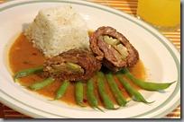 22-Závitky z hovězí kýty s rýží a křupavými fazolkami