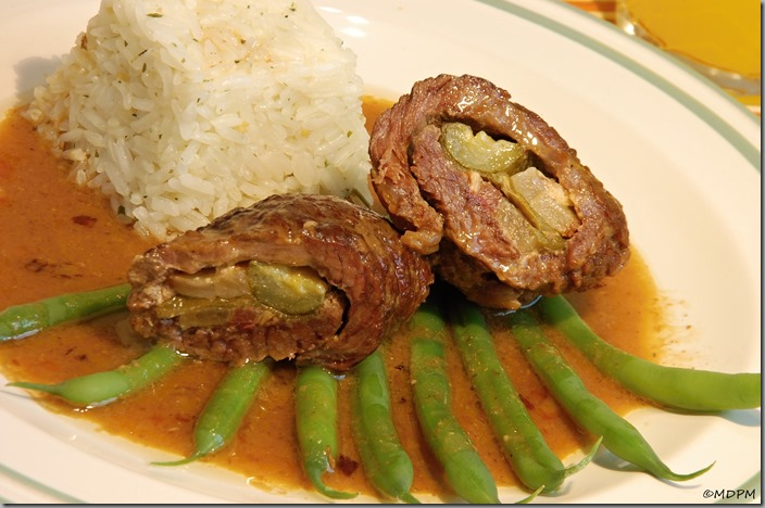 23-Závitky z hovězí kýty s rýží a křupavými fazolkami