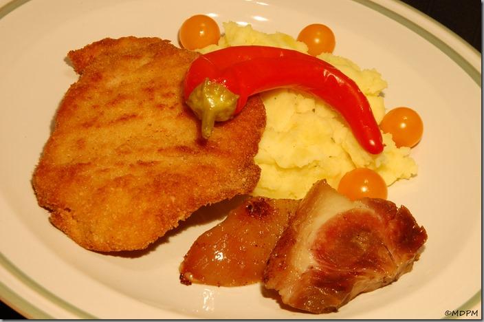 15-smažený řízek a libečkové brambory s kousky kolínka