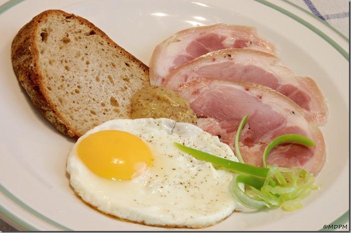 03-šunkové kolínko, vejce, chléb