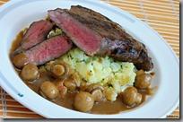 05-steak,mačkané brambory,žampióny v omáčce