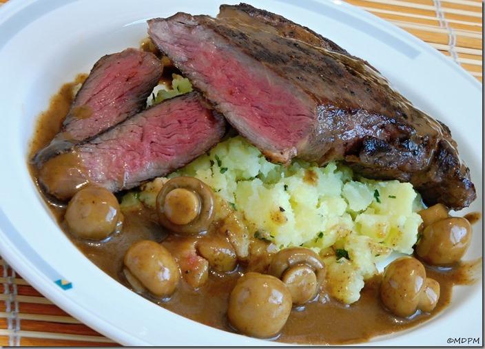 07-steak,mačkané brambory,žampióny v omáčce